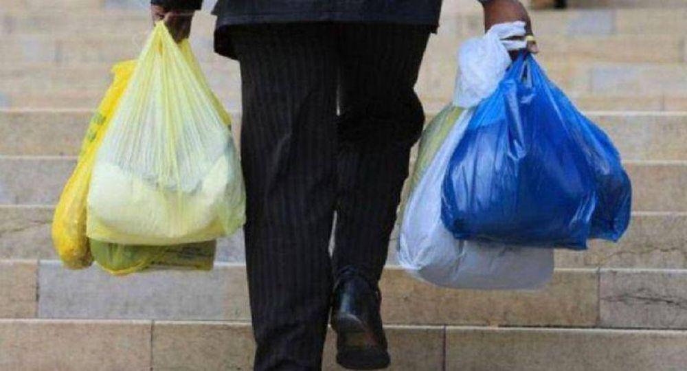 A dos años de la prohibición de las bolsas de plástico, el sector perdió casi 10.000 empleos