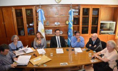Maderna encabezó licitación para renovar colectoras cloacales
