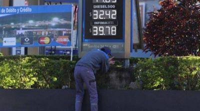 Se suman proyectos legislativos para unificar el precio de los combustibles en todo el país