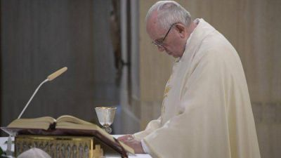 """El Papa: """"Gracias por hacer periodismo de personas para las personas"""""""