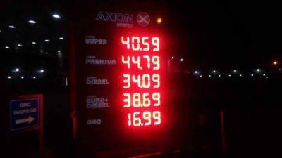Por la caída del crudo, una petrolera bajó los precios de los combustibles
