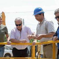Zabaleta recorrió la estación de bombeo cloacal ubicada en Villa Tesei junto a autoridades de AySA