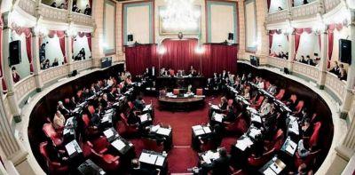 Dura negociación de Vidal con los intendentes para que los municipios paguen $13 mil millones de subsidios