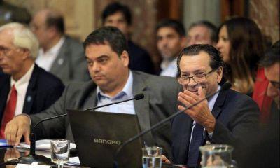 Interna detrás del bono y teorías conspirativas sobre la salida de Triaca