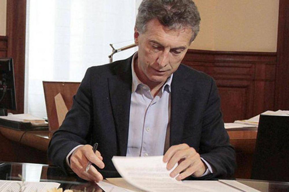 Bono de $5000: Macri firma el decreto y flexibiliza las condiciones para pagarlo