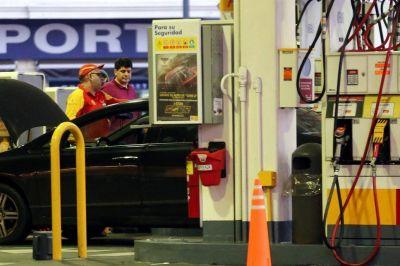 Más estaciones de servicio no aceptan tarjeta de crédito por lo que les cobran las emisoras