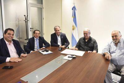 Macri firmó el DNU del bono y desaparece la amenaza del paro
