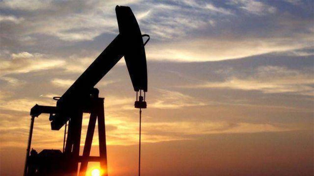 El precio internacional del petróleo marcó su mayor baja desde 2015 y ya cotiza a u$s55