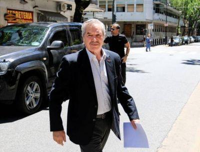 Con encuestas en la mano, recluta Solá a intendentes del Frente Renovador y los acerca al PJ