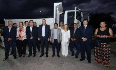 Nuevo camión y anuncio de red cloacal para Monterrico