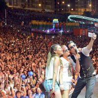Axel en la Fiesta del Mar, llegan escritores, y el hall vs. los polideportivos