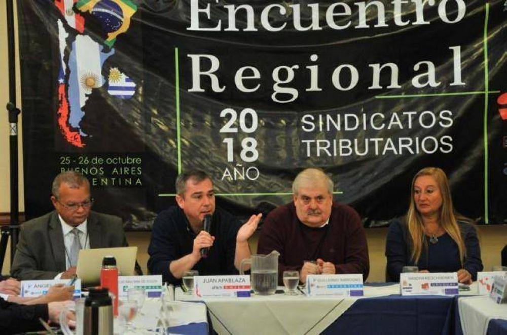 Funcionarios de DGI reunidos con otros sindicatos tributarios de la región para