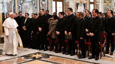 Papa Francisco pide a sacerdotes latinoamericanos gastar la vida por su gente