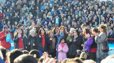 Cristina vuelve otra vez a escena en Ferro contra Macri y Trump