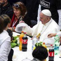 El Papa junto a los pobres: almorzó con 1.500 indigentes y pidió escuchar su grito