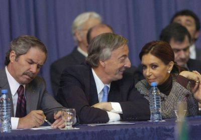 Cristina en modo Néstor, entre la abstinencia del peronismo y la fórmula para salir de la crisis