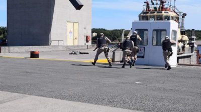 Prefectura realizó un simulacro de ataque comando en Puerto Quequén