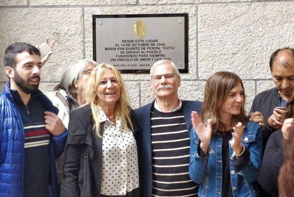 Descubren placa recordatoria a los 70 años de la visita de Eva Perón