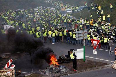 En Francia aumentó el combustible y los ciudadanos se movilizaron masivamente