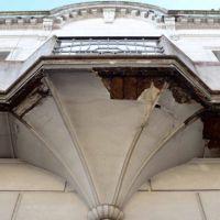 El peligro también viene de arriba: balcones en mal estado en la ciudad