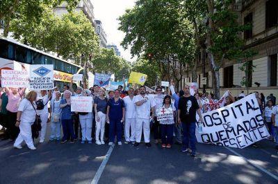 Los enfermeros se movilizan contra la ley que no los considera profesionales