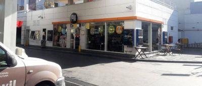 Empleados denuncian despidos masivos en estaciones YPF