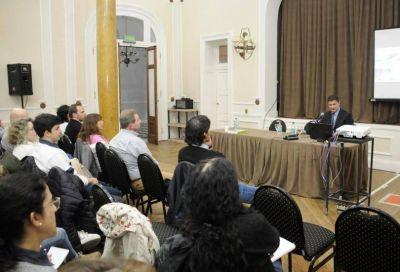 Se realizó una charla sobre la importancia de potenciar las energías renovables