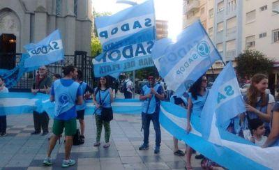 Docentes de Mar del Plata realizaron un Banderazo para reclamar mejoras salariales