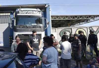 Despiden a trabajadores de planta de fileteado y bloquean salida de camión hacia Brasil