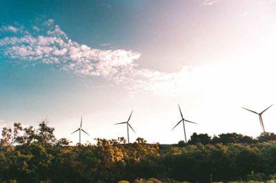 México construirá 40 proyectos de energía solar y 25 eólica en próximos 3 años