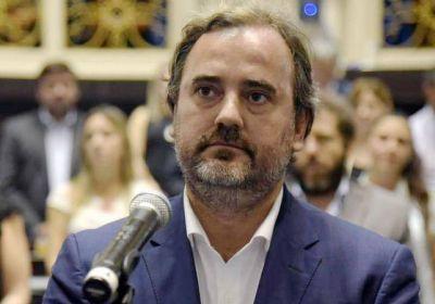 Emiliano Giri y 24 horas en Diputados donde trabajó en proyectos a favor de OSSE