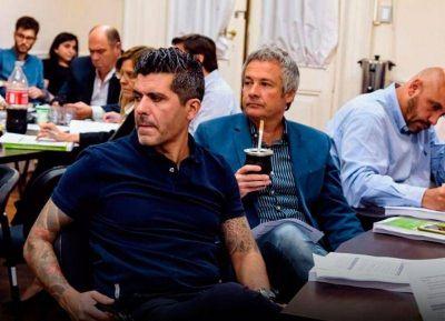Con aires de diva, Domínguez Yelpo acumula fotos para la gilada