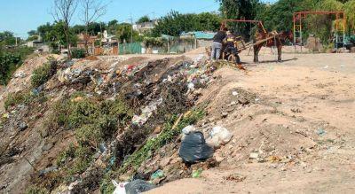 Un basural cubrió el arroyo El Infiernillo en San Ignacio