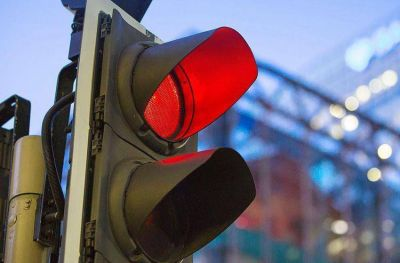 Fotomultas: pasar un semáforo en rojo costará $13290