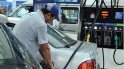 Definen esta semana una baja de naftas, aunque subirán los impuestos