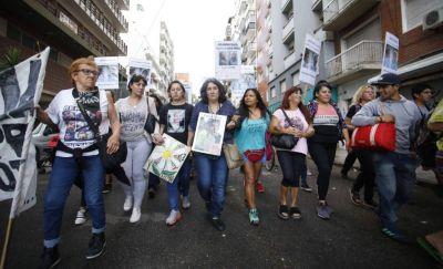 Cientos de marplatenses marcharon para repudiar a la justicia por el fallo del caso Lucía Pérez