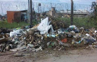 Vecinos del barrio Roger Balet piden limpieza de basurales