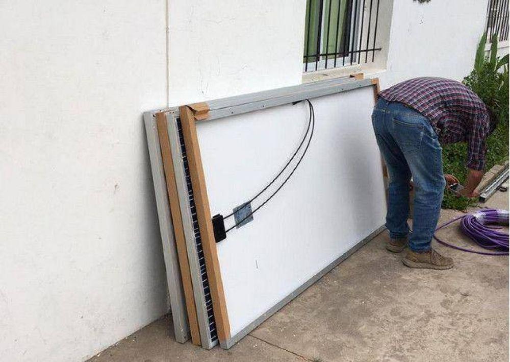 Colocación de paneles solares en Anexo N° 3051 - EES N° 5 de energía