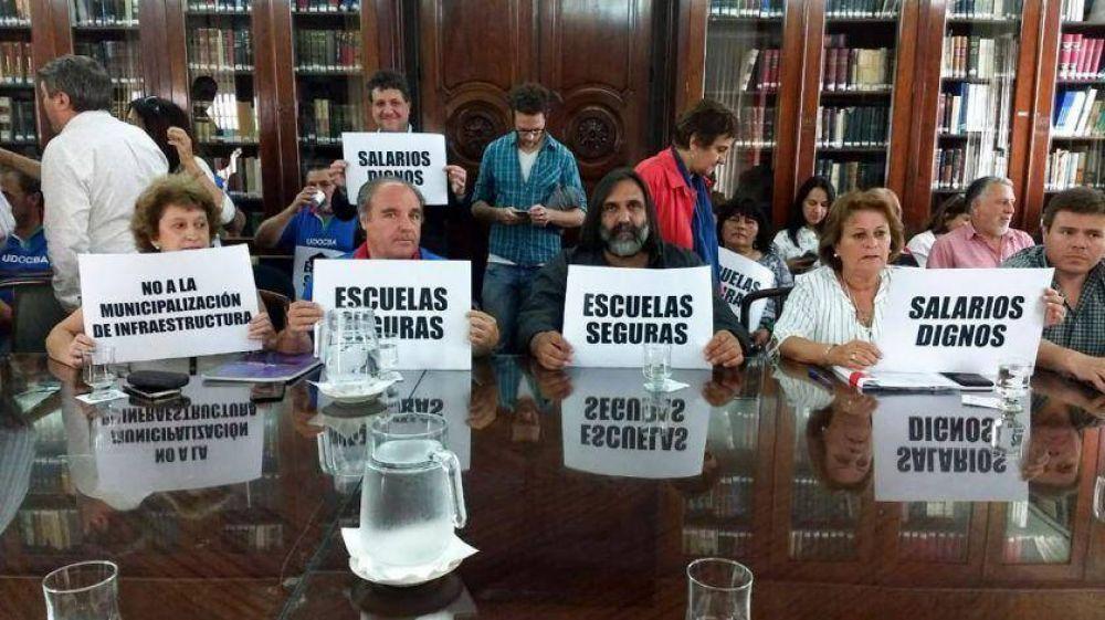 Vidal ofrece 32% de aumento a estatales: los docentes se oponen por considerarlo una