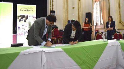 López firmó un convenio de adhesión al DUT junto al ministro Sarquís