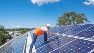 Así es el plan del Gobierno para que empresas y hogares generen su propia energía