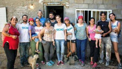 Coca-Cola Andina Argentina y Techo levantaron dos viviendas en barrio Guiñazú (con materiales reciclados)