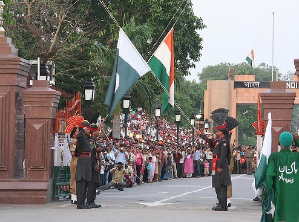 Al abrir corredor religioso, Pakistán llama a la paz con India