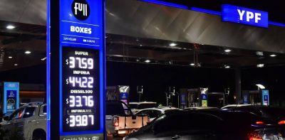 ¿Por qué no baja la nafta si cae el precio del petróleo?
