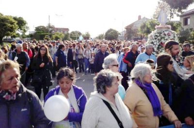 Miles de marplatenses caminaron Juntos con María en la audacia del Espíritu