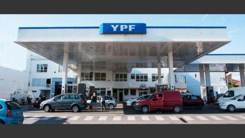Se viene una rebaja del 4% en el precio de las naftas