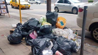 El centro y Nueva Córdoba, tapados de basura en el debut del nuevo sistema