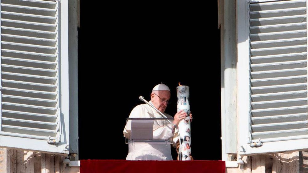 """El Papa enciende un cirio por Siria: """"Que Dios perdona a quien hace la guerra"""""""