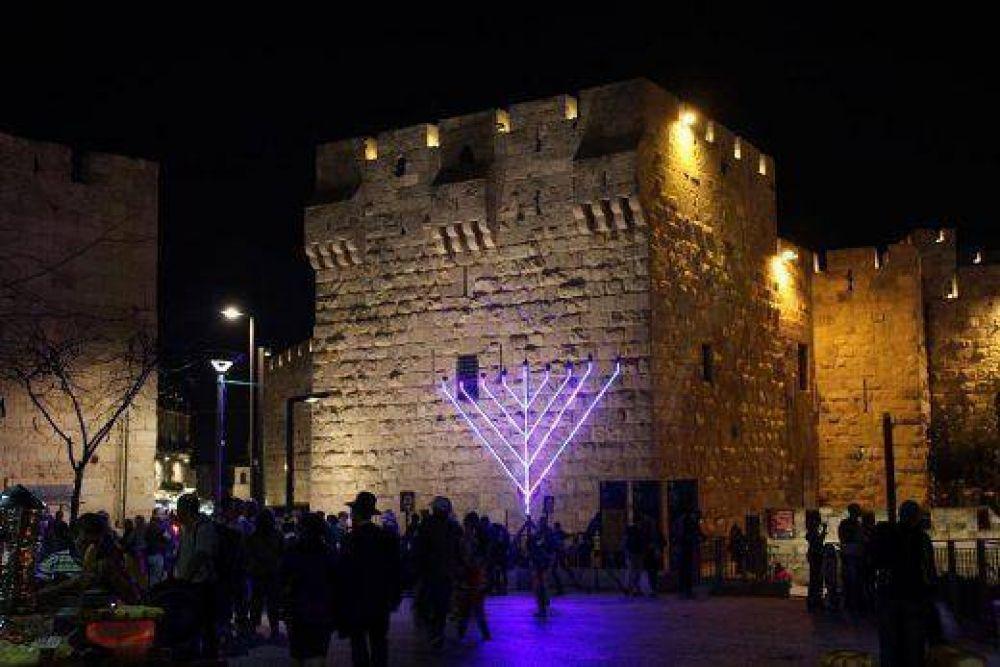 Israel celebró el primer día de Janucá