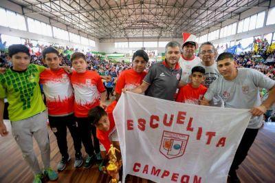 Zabaleta participó de la entrega de trofeos de la Liga de Fútbol Infantil de Hurlingham junto a más de 5000 personas